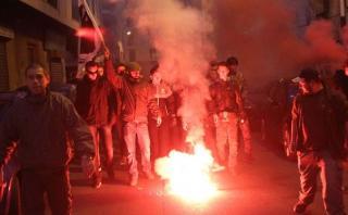 Miles de personas se manifiestan en Córcega, pese a prohibición