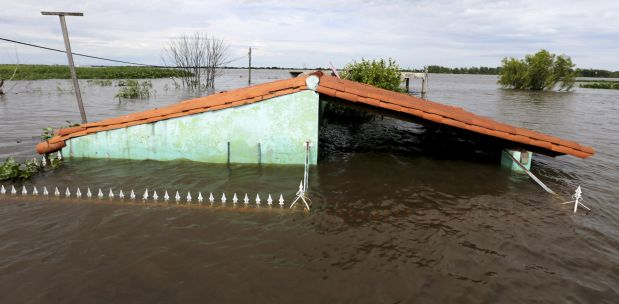 A flooded home is pictured in Asuncion, December 27, 2015. More than 100,000 people have had to evacuate from their homes in the bordering areas of Paraguay, Uruguay, Brazil and Argentina due to severe flooding in the wake of heavy summer rains brought on by El Ni?o, authorities said on Saturday. REUTERS/Jorge Adorno