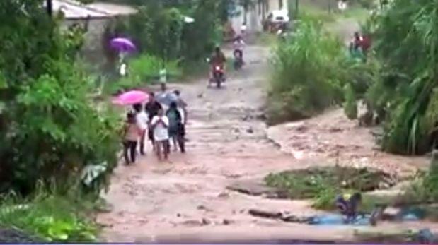 Desborde de quebrada en Tingo María afectó a más de 30 personas