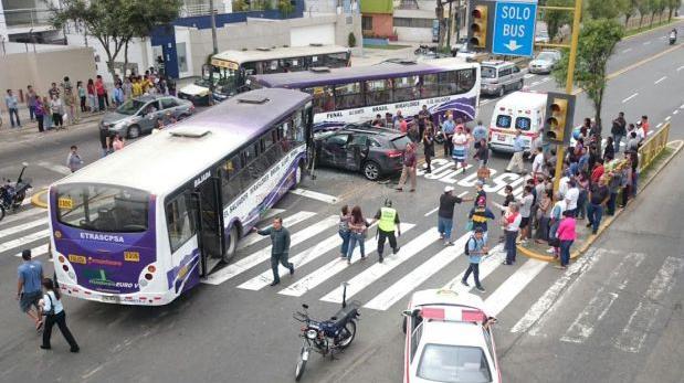 Magdalena: doce heridos por triple choque en Av. Brasil