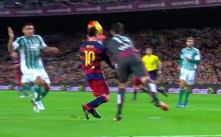 Lionel Messi sufrió terrible golpe casual y árbitro cobró penal