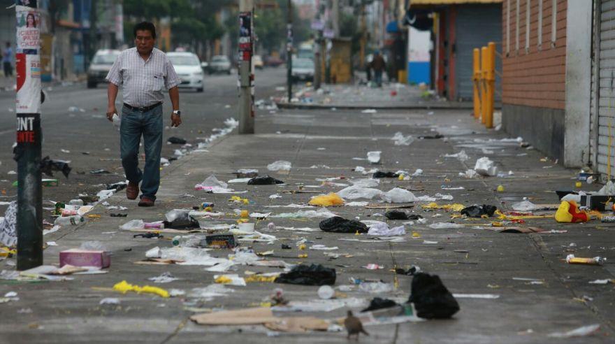 Calles de Lima amanecieron repletas de basura por Año Nuevo