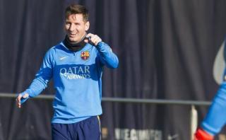 Messi se divierte tras un caño a Suárez en práctica [VIDEO]