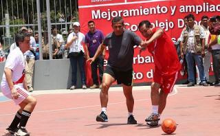 Humala jugó partido de fulbito con ministros en La Victoria