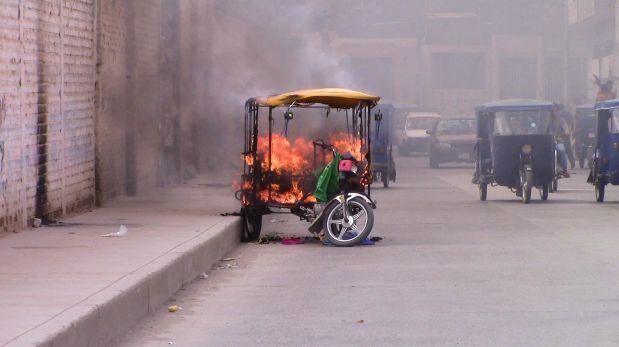 Sullana: vecinos queman mototaxi en la que fugaban delincuentes
