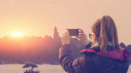 Cada día, millones de fotos son compartidas en las redes sociales.