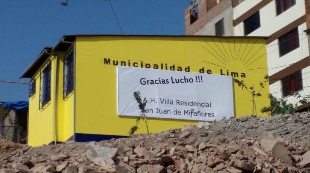 El alcalde Luis Castañeda Lossio empezó el 2016 inaugurando la primera casa solidaria, pintada con el amarillo característico de Solidaridad Nacional. Local se ubica en San Juan de Miraflores.(Rosa Aquino / El Comercio)