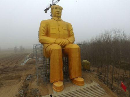 This photo taken on January 4, 2016 shows a huge statue of Chairman Mao Zedong under construction in Tongxu county in Kaifeng, central China's Henan province. The statue reportedly measures 120 feet (36.6meters) in height and is located in Zhushigang village.   CHINA OUT   AFP PHOTO