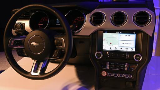 Las compañías automotrices están desarrollando sus propios sistemas operativos para conectar a sus vehículos con redes inteligentes. (Foto: Getty)