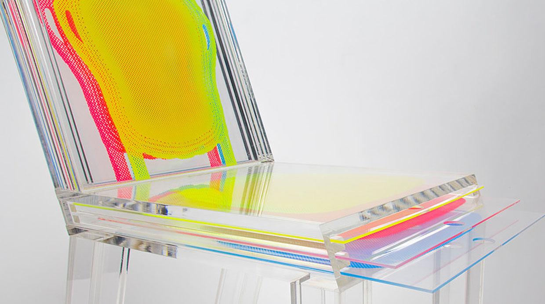 Esta silla de acr lico se puede personalizar con capas for Sillas de acrilico