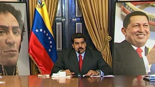 Maduro indignado por retiro de imágenes de Chávez y Bolívar
