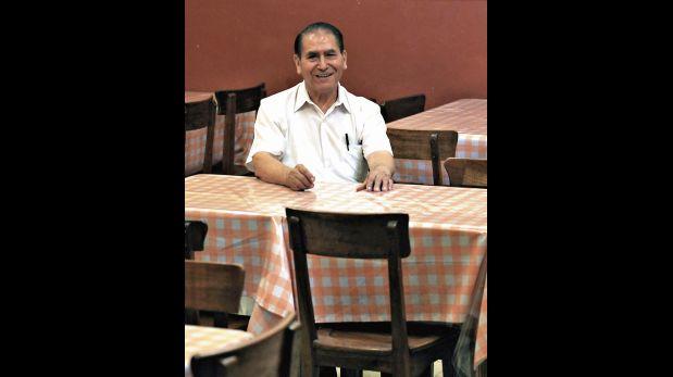 23 de abril del 2014.Retratos a Rafael Cerna Gonzalez mozo del restaurante CORDANO.Foto. Paul Vallejos