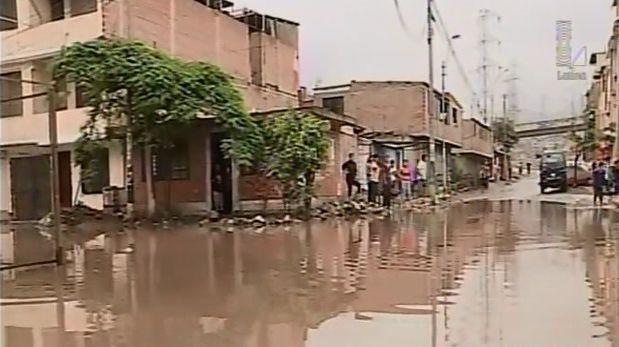 Llovizna causó inundación por colapso de desagüe en VES