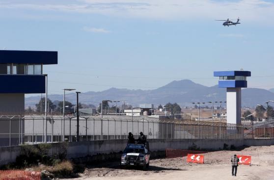 Con tanques y helicópteros vigilan a 'El Chapo' en el penal