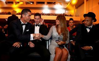 ¿Nervioso? Así reaccionó Messi al saludo de CR7 a Antonella