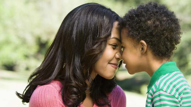 Resultado de imagen de imagenes besos y abrazos hijos