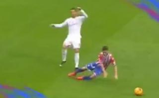 Cristiano Ronaldo y la cobarde agresión que el árbitro perdonó