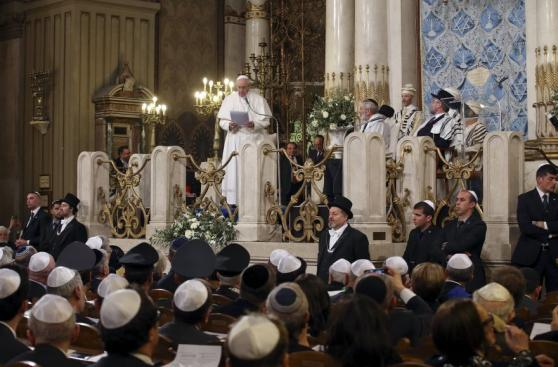 Papa Francisco visita por primera vez la sinagoga de Roma