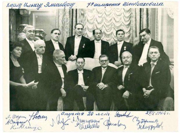 Shostakovich se encontró con Eliasberg y los músicos en el 20 aniversario del concierto, en 1964. (Foto: St Petersburg Academic Philharmonia)
