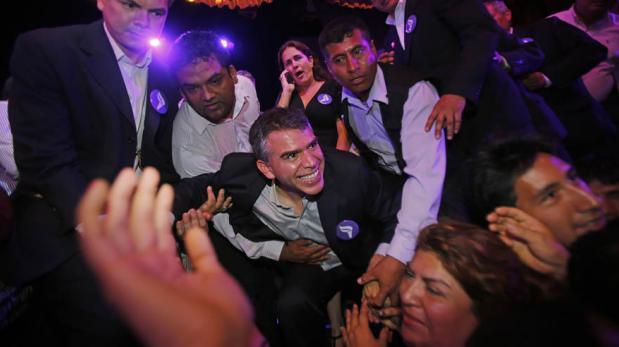 Julio Guzmán dice ahora que está favor de la consulta previa
