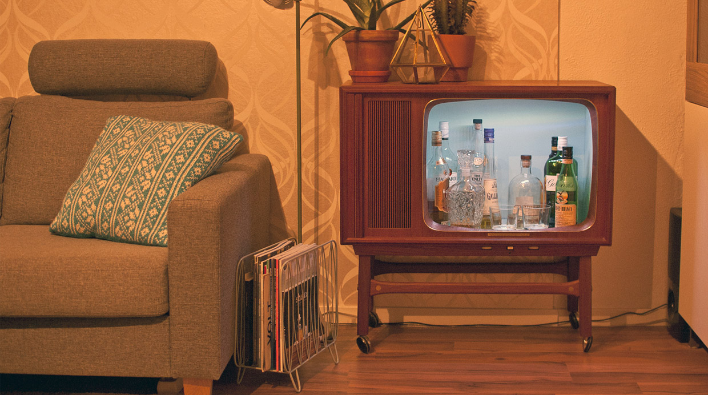 Convierte un antiguo televisor en un bar con este tutorial - Como disenar un bar en casa ...