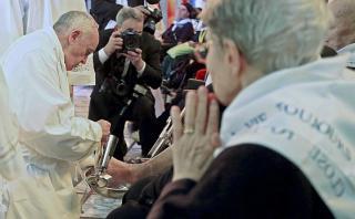 Papa incluye a mujeres en el lavatorio de pies de Jueves Santo