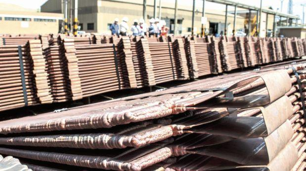 Cobre cae fuertemente y cierra en US$5.705 por tonelada