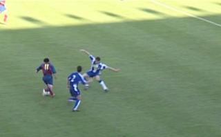 Lionel Messi: con 17 años marcó golazo en el Barza B (VIDEO)