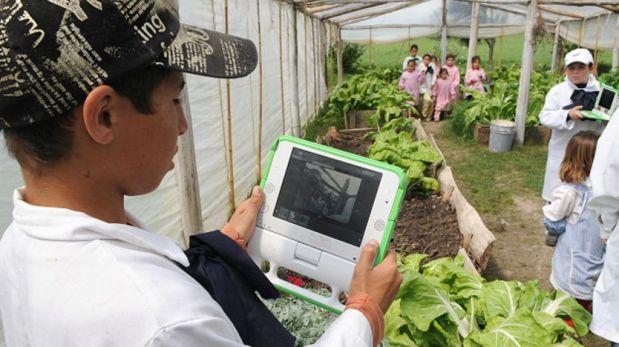 Uruguay fue el primer país del mundo en ofrecer miles de laptops a los estudiantes de las escuelas públicas. (Foto: Getty)