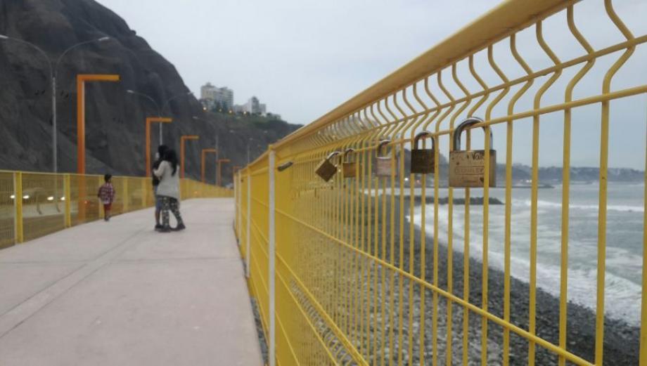 Ya hay 37 candados en reja del malecón de Costa Verde [FOTOS]