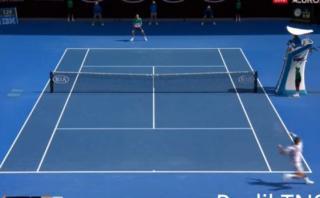 Roger Federer y un genial disparo cruzado ante Tomas Berdych
