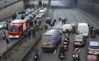 Francia: Violentas huelgas de taxistas y controladores aéreos