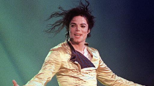 Michael Jackson estuvo en medio del debate por su cambio de color de su piel.