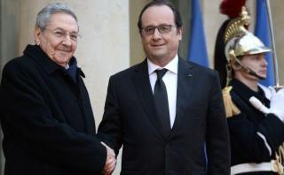 Francia recibe a Raúl Castro con honores militares en París
