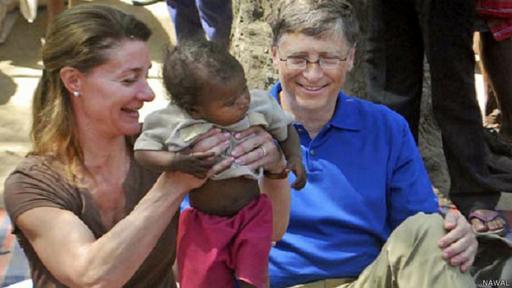 Gates y su esposa Melinda han gastado miles de millones de dólares para ayudar a los más desfavorecidos.