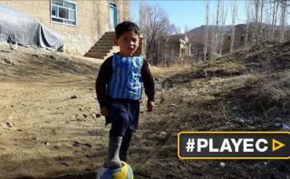 Niño afgano emociona al mundo emulando a Messi [VIDEO]
