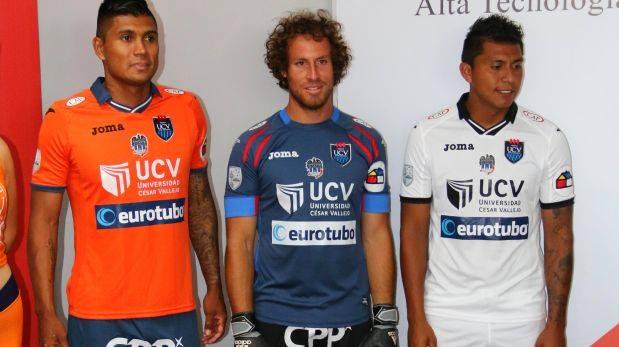 Luis Cardoza, Salomón Libman y Rinaldo Cruzado presentaron la nueva indumentaria. (Foto: Club Deportivo Universidad César Vallejo)