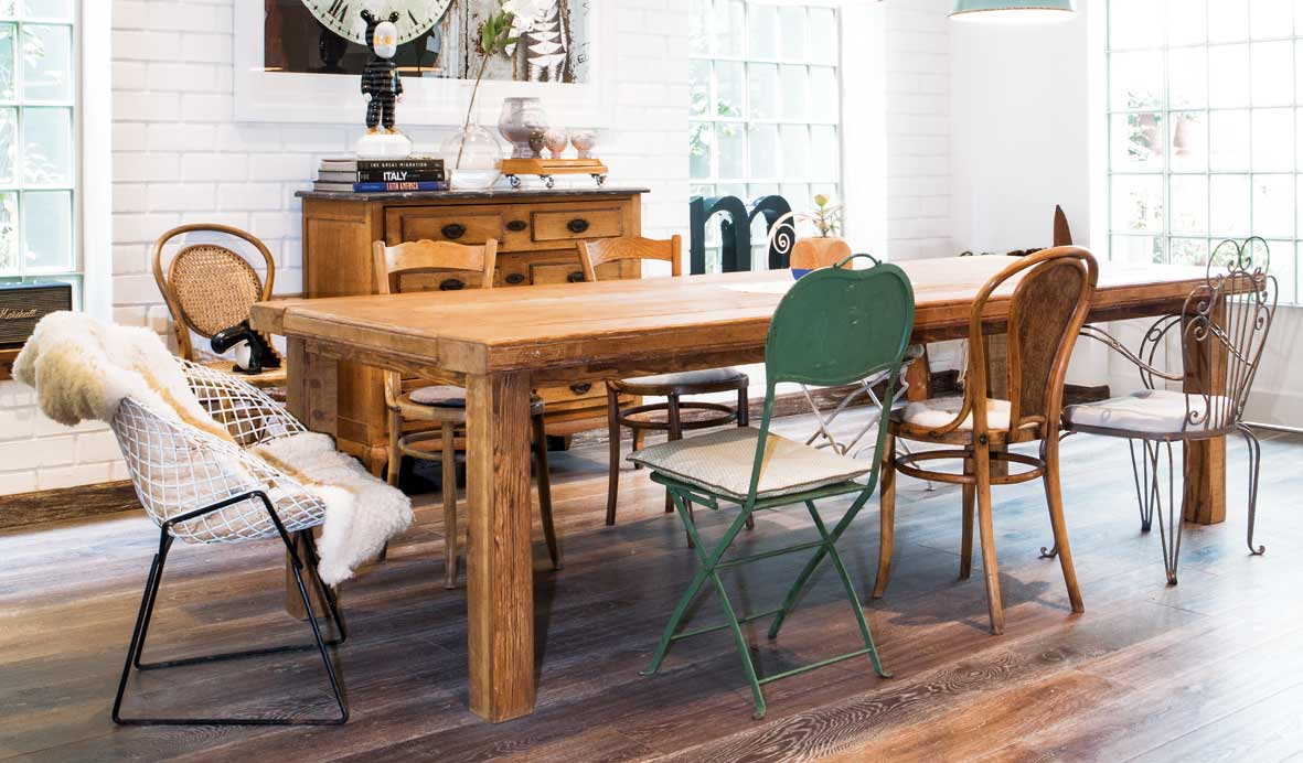 Sillas diferentes en tu comedor para romper con la for Comedor sillas diferentes