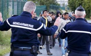 Francia desmanteló 25 redes de trata de migrantes en un año