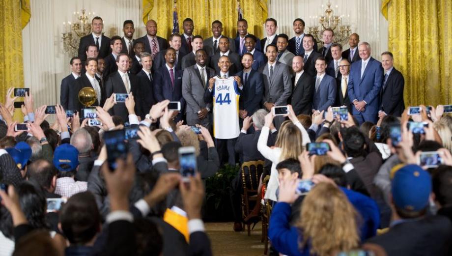 Obama y los campeones de la NBA se lucen en la Casa Blanca