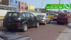 Barranco: estacionan en vía pública y bloquean paso de autos