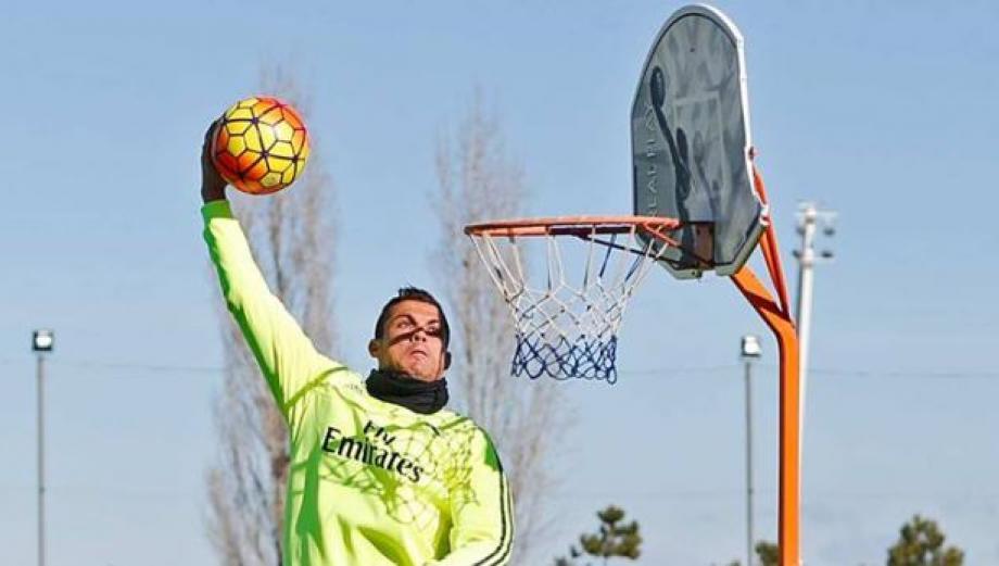 Cristiano Ronaldo jugó baloncesto con plantel del Real Madrid