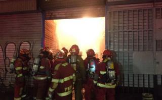 Incendio en galería del Rímac movilizó 18 unidades de bomberos