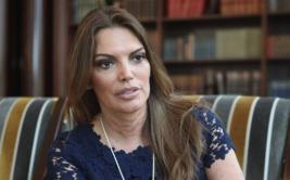 Jessica Newton, incómoda ante cuestionamiento al Miss Perú