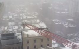 Así se vio en vivo la caída de una grúa en New York [VIDEO]