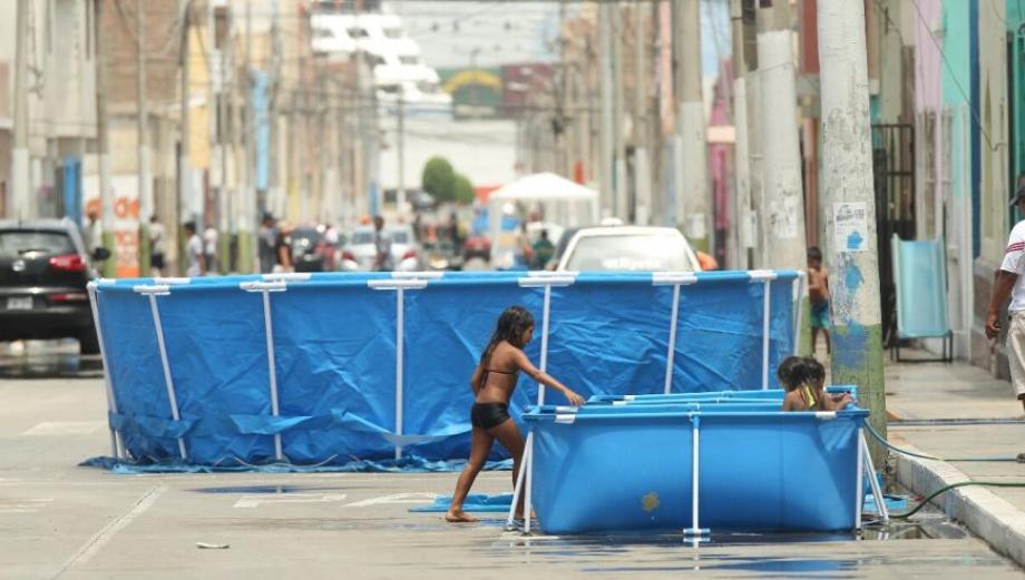 Callao: calles llenas de piscinas en inicio de carnavales