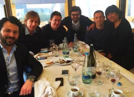 Gianluca Lapadula y Ricardo Gareca se reunieron hoy en Italia