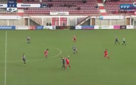 Mira la tremenda pelea entre dos jugadoras de fútbol [VIDEO]
