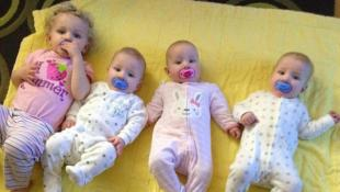 Madre causa sensación por su habilidad para cambiar a sus bebes