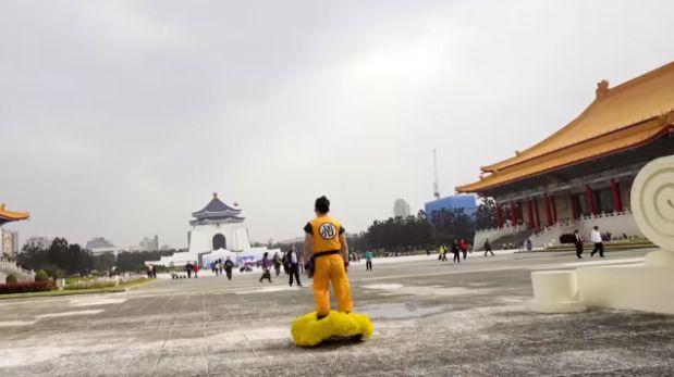 Goku con su nube voladora en China